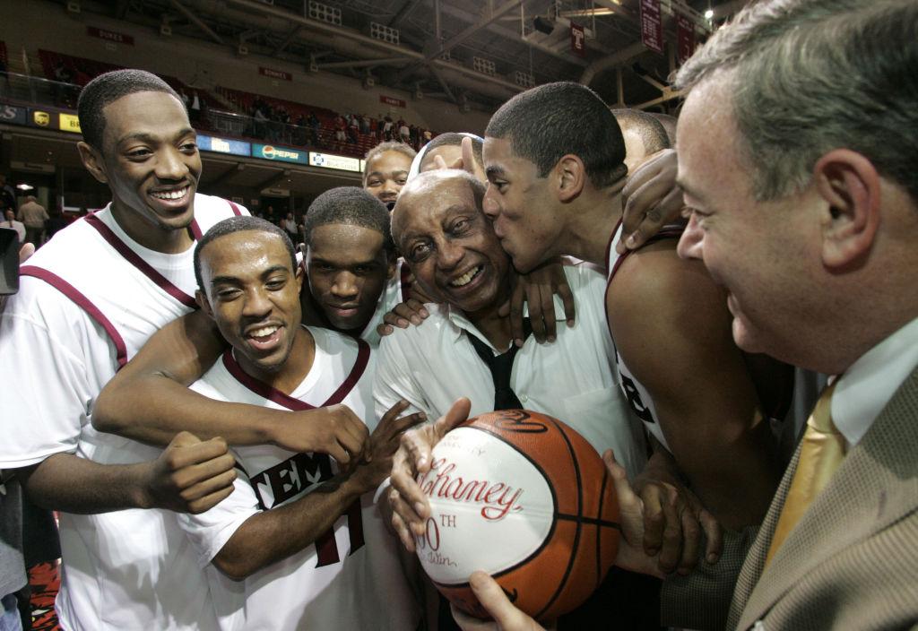 NCAA Men's Basketball - Temple vs Army - November 15, 2005